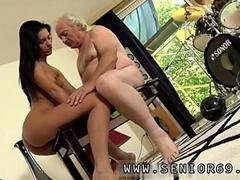 She loves mature dicks more than young ones