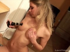 Gorgeous blonde masturbate with her new electric toy
