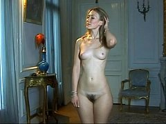 Nude mom takes part in classical pornographic lessons