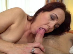 Cocksucking mature babe makes him cum on her face