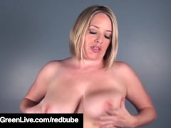 Short Haired Maggie Green Finger Bangs Her Asshole For You!