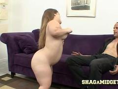 Midget Goes Hunting For A Shag
