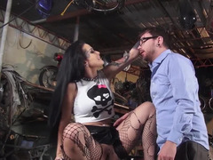 Super-hot raven-haired girl with tattoos gets in hands of nerd