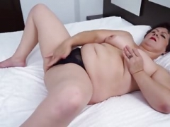 Natural bra buddies mature granny showing off her juicy pussy
