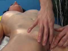 Dark-haired customer knows that this masseur can make her happy