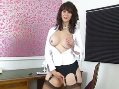 Scottish soccer mom Toni Lace will get you the top deal in town