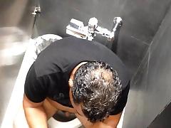 Espinado en el WC