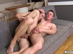 A muscled gay gives hand to his buddy and rides his wang crazily