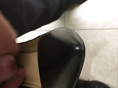 Cimmong in my secretary's heels