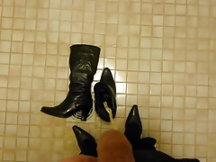 Piss in wifes high heeled winter boots