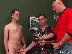 Gay guy gets picked up on the street for some cock sucking
