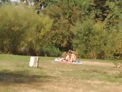 Nice ass at public lake. Am See mit geiler Badehose