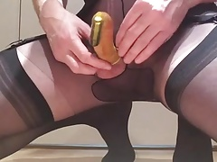 Suzee0 wanking in a condom with a vibe