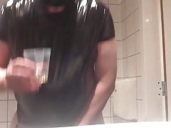 piss and drink in a amsterdam hotelroom
