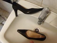 Piss in wifes classic pump