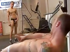 gym bros helping eachother out