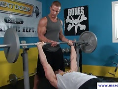 Ripped gym stud cocksucked while working out