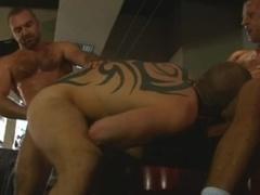 Tatted Daddies threesome hammer