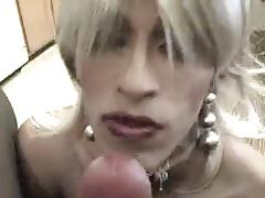 Cute travesti makes cool Blowjob
