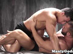 Muscled jock bangs cocksucking hunk