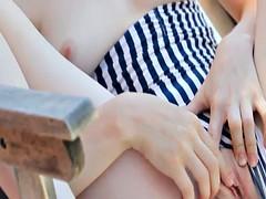 Masturbation d'une jeunette