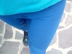 Pee in pants in the condominium stairs and i walk wet to the road