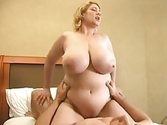 Samantha with big tits can,t walk away from this horny guy