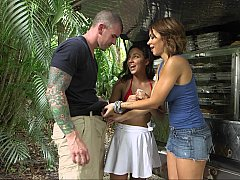 Outdoors threesome fun