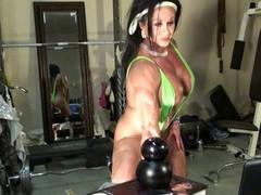 Sexy Dame Bodybuilder Cam Tease