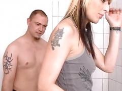 Im Badezimmer gehts an die Cum bucket