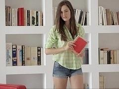 18 ans, Incroyable, Brunette brune, Mignonne, Européenne, Solo, Étudiant, Adolescente