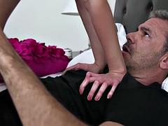 Blasen, Braunhaarige, Spermaladung, Behaart, Tätowierung, Jungendliche (18+), Titten