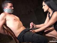 Bondage domination sadisme masochisme, Tir de sperme, Femme dominatrice, Branlette thaïlandaise