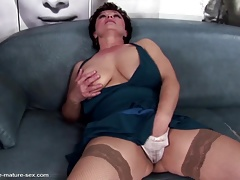 Fisting addicted mature moms get young hands