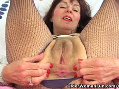 British granny Georgie loves stuffing her old pussy with banana