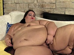 Fat ssbbw toys with her wet cunt