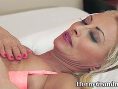 Old cougar gets creampied