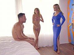 Chambre à dormir, Fille, Famille, 2 femmes 1 homme, Groupe, Maman, Belle mère, Plan cul à trois