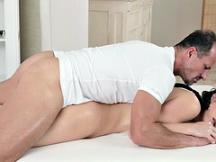 Masseur Gives Her Dose Of Satisfaction