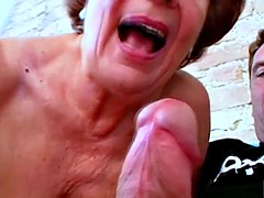 Oma blaesst sich die Seele aus dem Leib