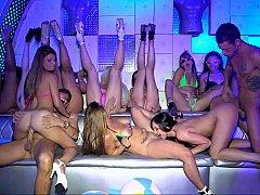 В клубе, Группа, Оргии, Вечеринка