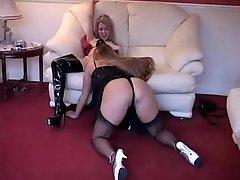 British hoe Faye Rampton in strap-on lesbo action