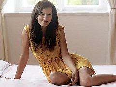 18 ans, Mignonne, Innocente, Chatte, Rasée, Solo, Se déshabiller, Allumeuse