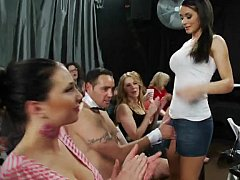 Блондинки, Брюнетки, Одетые девушки голые парни, В клубе, Группа, Секс без цензуры, Милф, Вечеринка