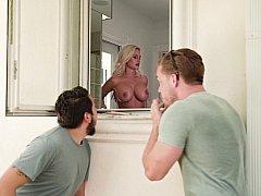 Salle de bains, Blonde, Sucer une bite, Femme couguar, Queue, Mère que j'aimerais baiser, Douche, Suçant