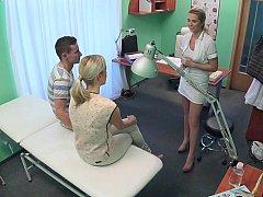 Amateur, Médecin, Femelle, 2 femmes 1 homme, Groupe, Réalité, Plan cul à trois