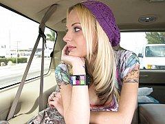 Blond, Auto, Schattig, Sperma in gezicht, Realiteit, Mager, Tatoeage, Tiener