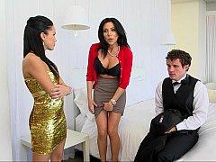 Gros seins, Brunette brune, Attrapée, 2 femmes 1 homme, Mère que j'aimerais baiser, Maman, Adolescente, Plan cul à trois