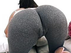 Large and ROUND Ass Teen In Tight Yoga Pants Has Large Cameltoe