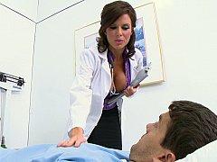 Grosse titten, Blasen, Braunhaarige, Vollbusig, Arzt, Krankenschwester, Strümpfe, Uniform